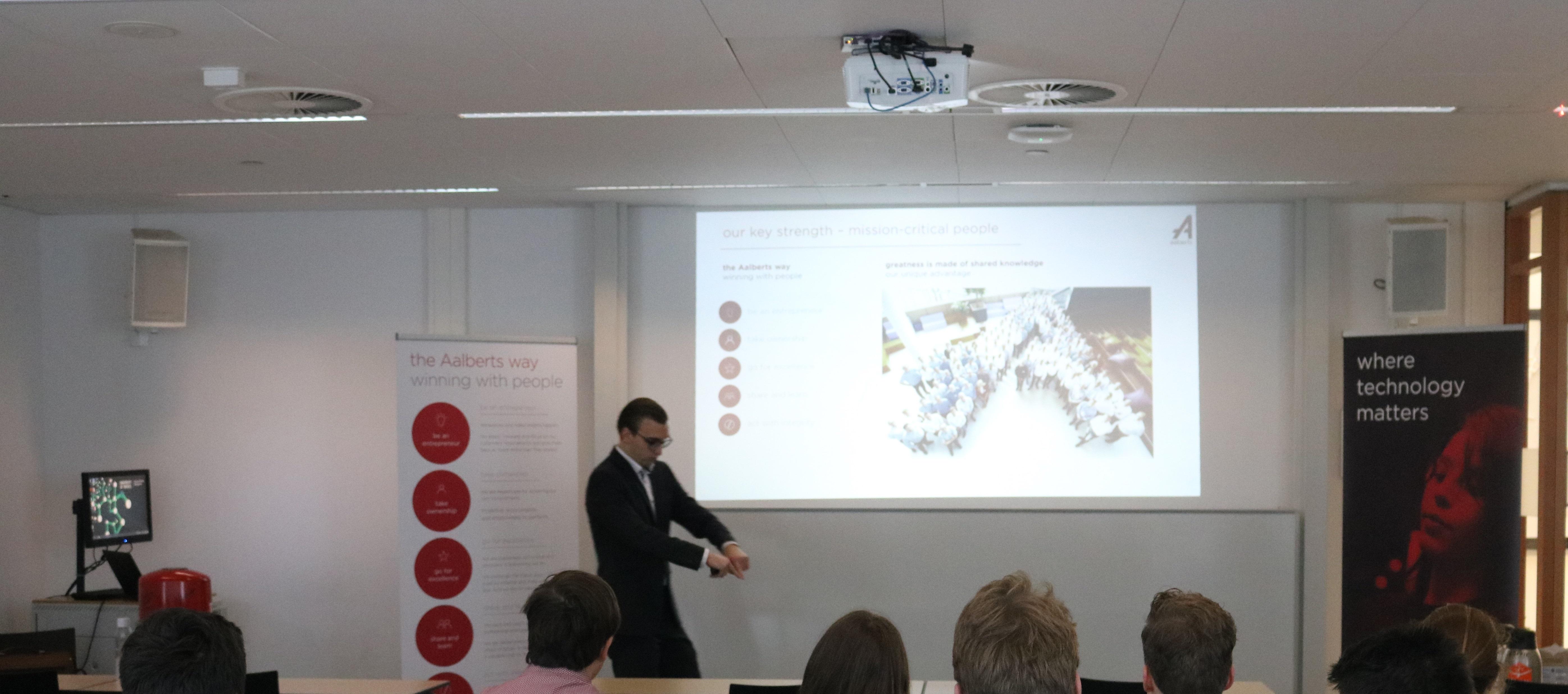 presenting trainee programme at University of Twente